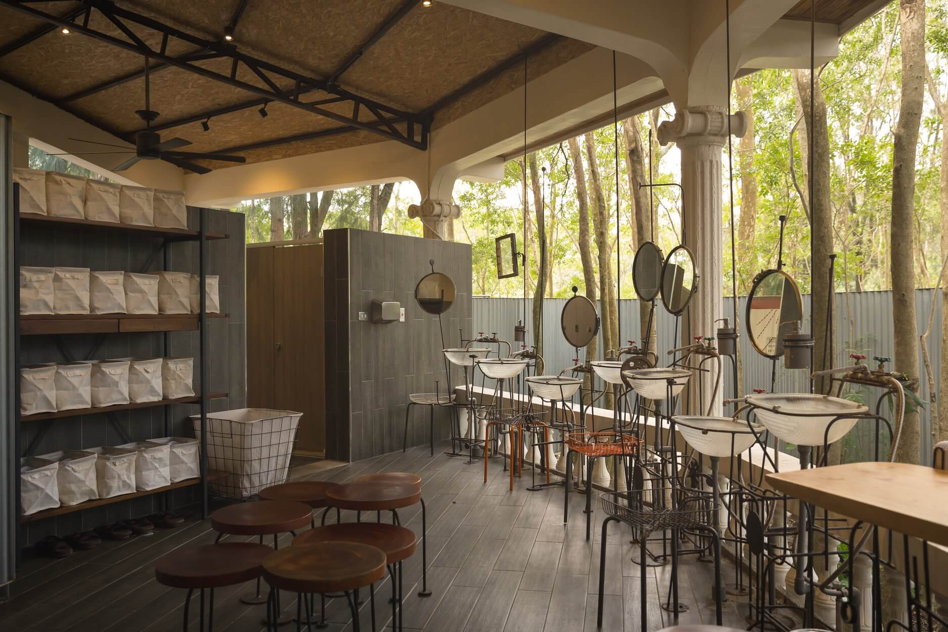 廢棄賣店改造的森林浴所