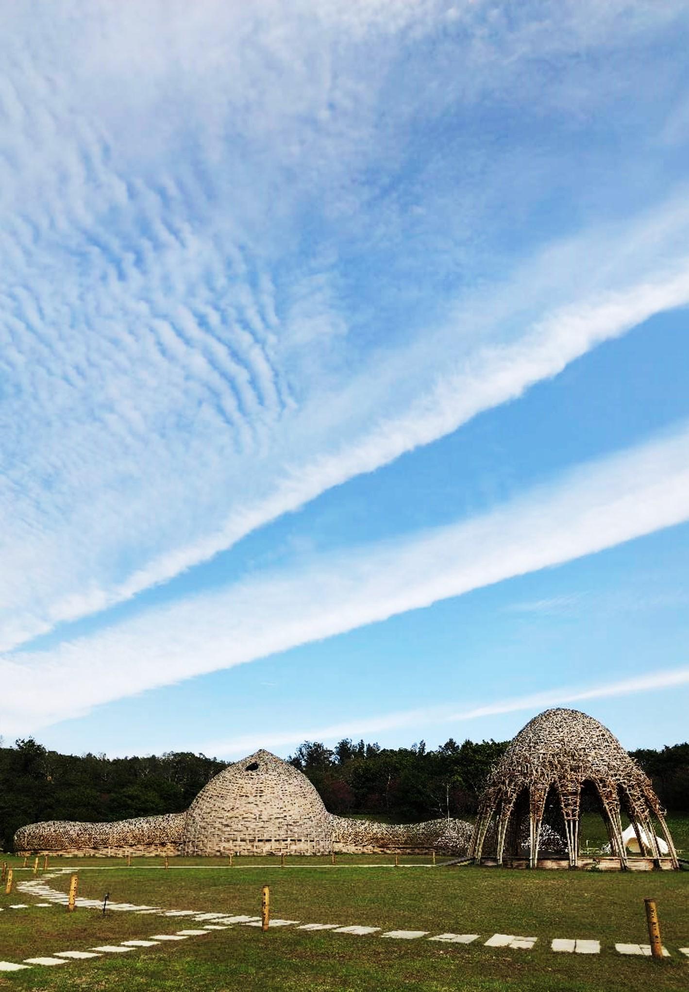 藍天白雲綠地的「山舞」想像